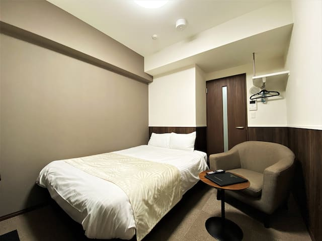 10mins to Hakata/Tenjin Area!: Well-designed Brown