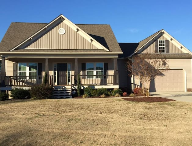 Clean/new house off exit 319, I-40 - Benson - Huis