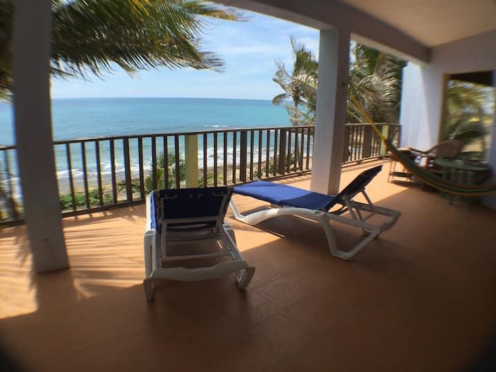 Cacona Villa - Spacious Beach-Front Villa