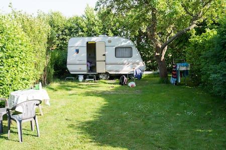 Goedkope caravan (vB) op Zeeuwse minicamping
