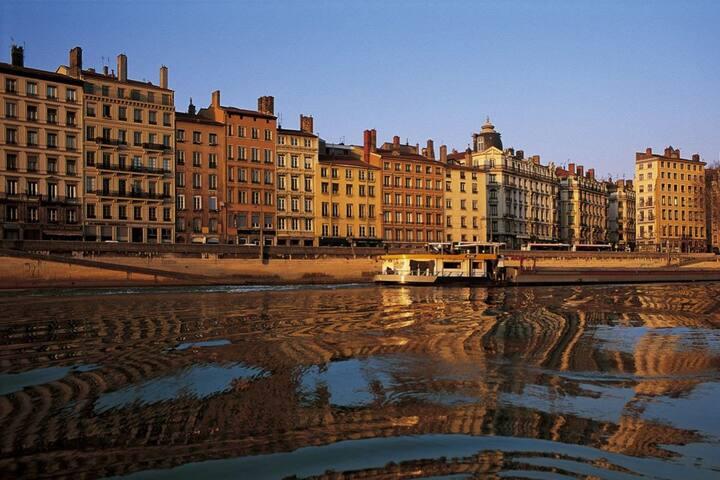 Appartement lumineux centre ville quais de Saône