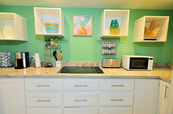 Newly remodeled condo w/discount! Walk to beach.