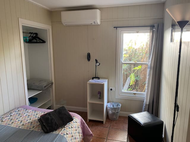 7. Small Room / Single Bed / Desk in Family Home
