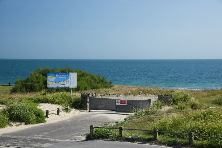 Large 3 Bed Apartment with Stunning Sea Views