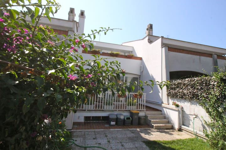 Elegant Seaside Apartment Near Rome - Anzio - Dům