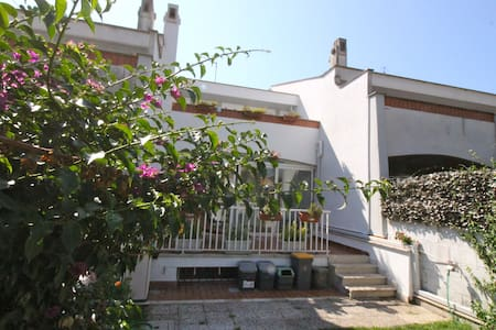 Elegant Seaside Apartment Near Rome - แอนซิโอ
