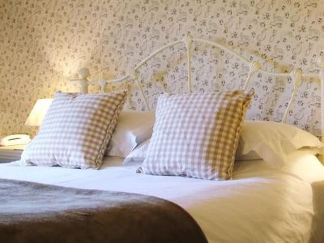 Double room en-suite at The Watermans Arms