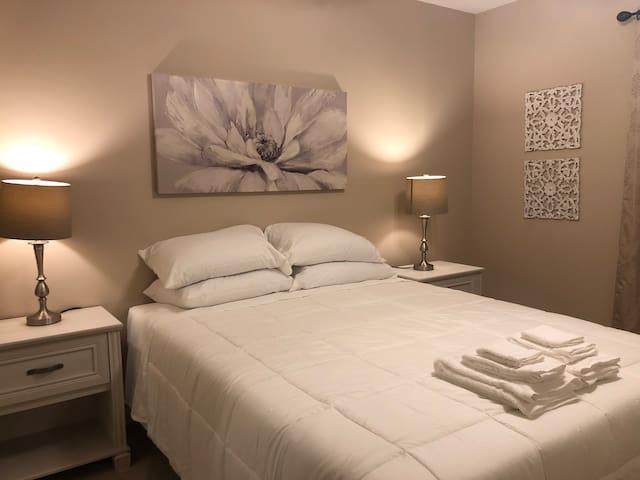 Bedroom, 1 Queen Bed