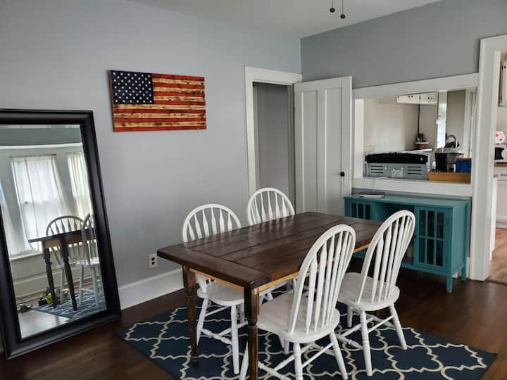 Cleveland Cozy Home - Entire Space