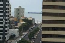 Vista do mar, olhando da sacada.