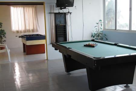 II. Spacious Private Bed/Bath, Pool, Beach (40m) - Progreso - Maison