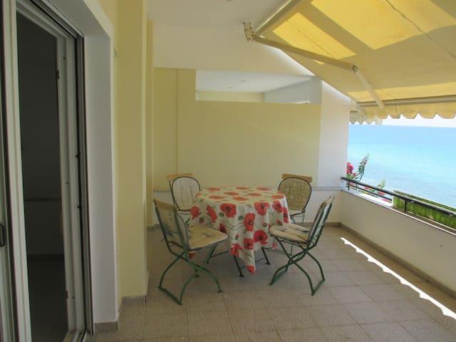 σπίτι παραθαλάσσιο παραλία, 10 μέτρα από τη θάλασσα.  - Siviri
