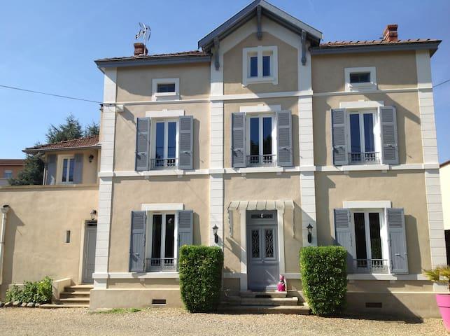Maison - Neuville-sur-Saône - บ้าน