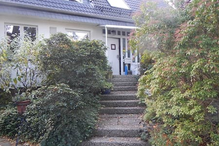 Large double bedroom with private bathroom - Hamburg