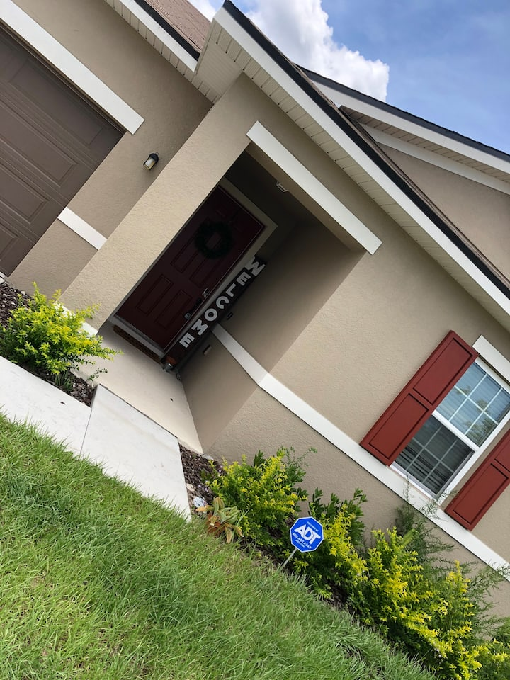Private Room, Quiet area near Downtown St Cloud FL