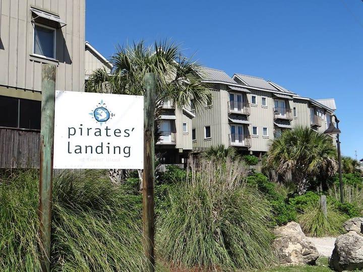 Save a Ship ~ Ride A Pirate!
