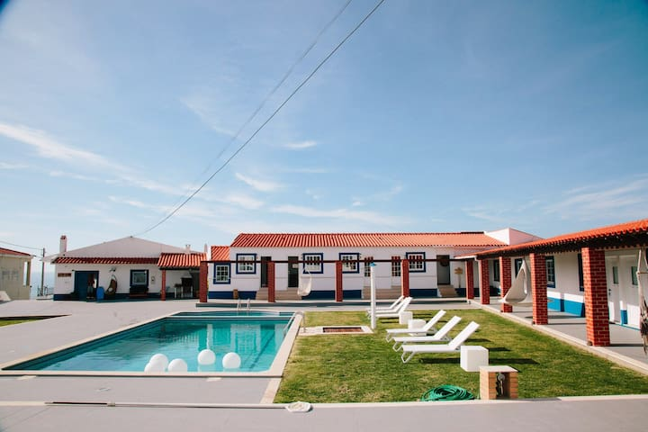 Zulla Nazaré Surf Village suite