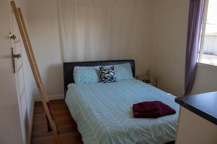 Quiet and peaceful room in Rocklea