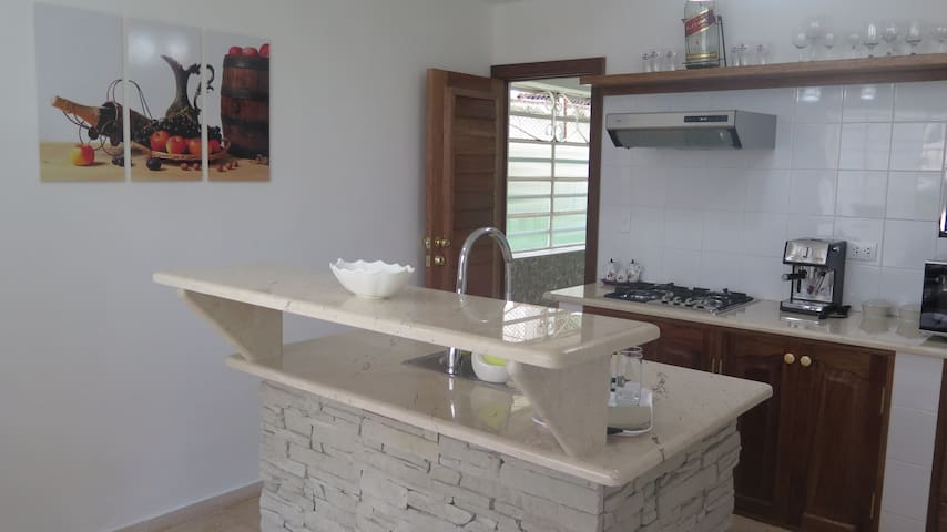 [English / Español] Another view of the kitchen. -- Otra vista de la cocina.