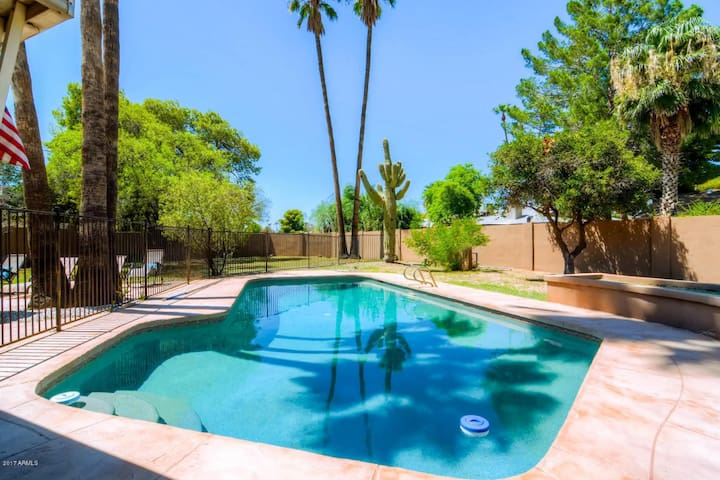 THE OLD TOWN SCOTTSDALE EXPERIENCE-SLEEPS 16