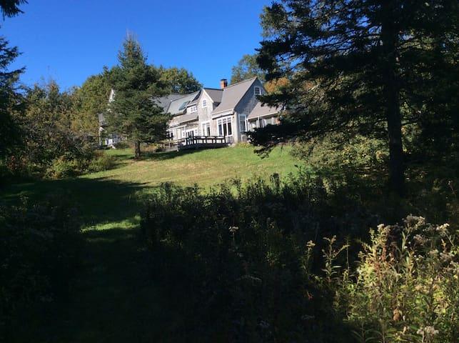 Sunny house & private beach access on Oak point - Deer Isle - House