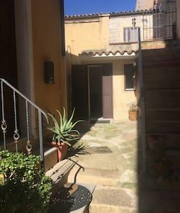 monolocale nel centro storico - La Maddalena - Huis