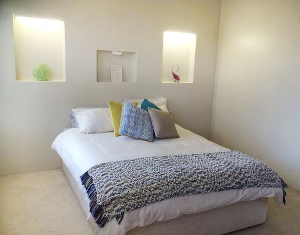 SPACIOUS, 1BR Full apartment in CBD, Breakfast - Albury - Apartament