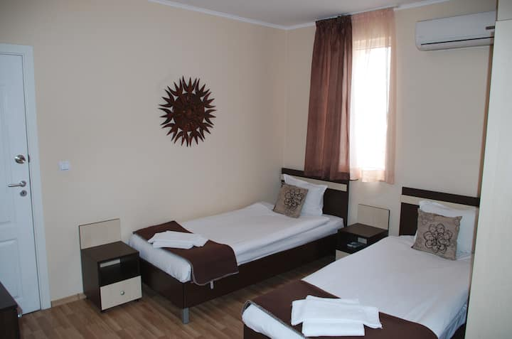Double room, 1km from the beach