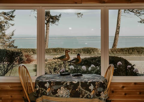 Serene Cottage-Best Water View from Room & Hot Tub
