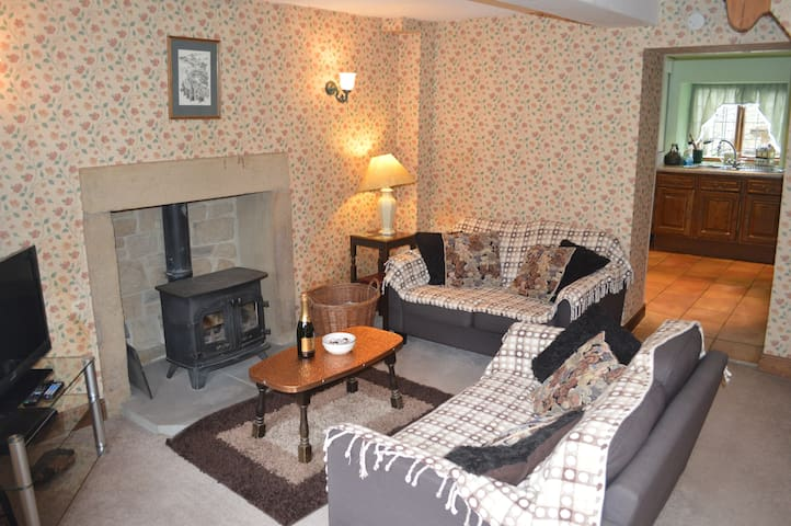 Three Bears Cottage,perfect for exploring the Peak - Derbyshire - House