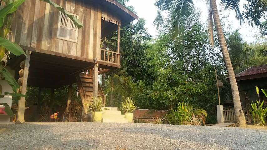B&B in wooden house - Krong Battambang