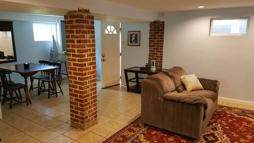 """Lighthouse"" - A pet friendly basement apartment"