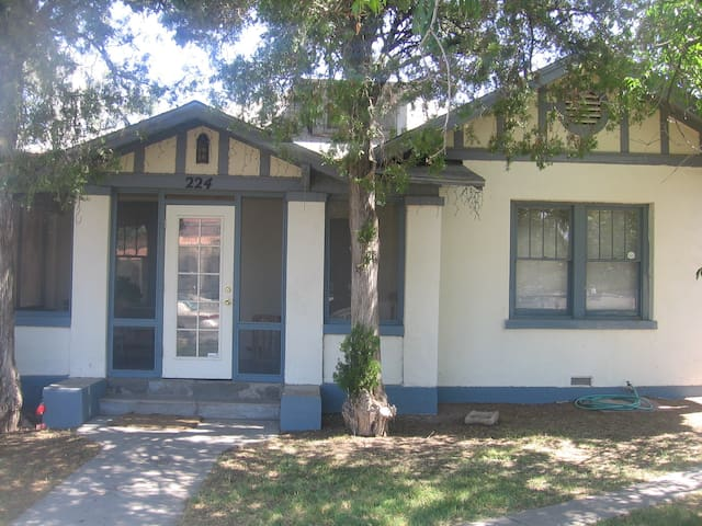 Bungalow in Vibrant Alameda Depot Historic Dist.