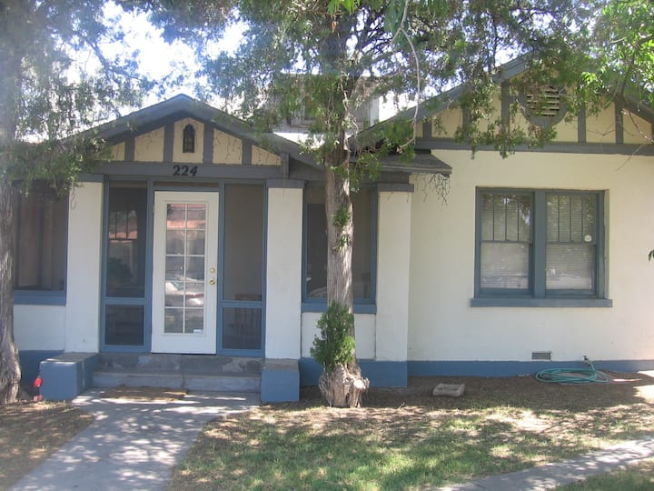 Bungalow in Vibrant Alameda Depot Historic Dist.