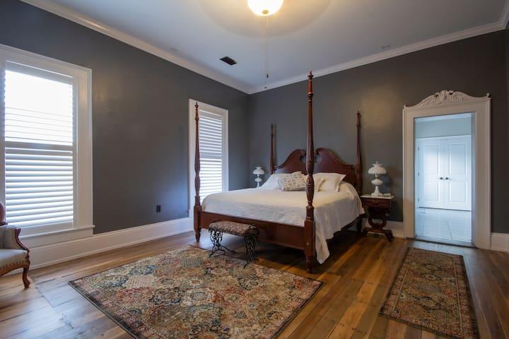 Belle Louise Historic Guest House - Belle Suite