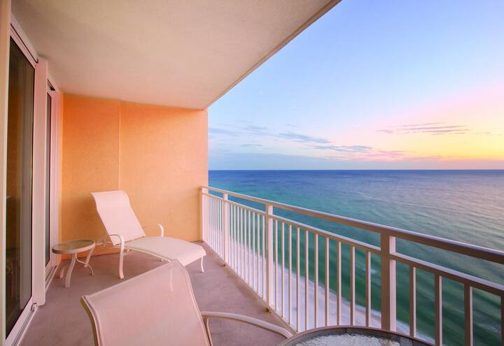 Two Bedroom Deluxe Ocean Front Condo, Panama City (A616)