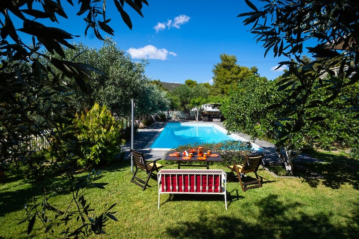 Charming & Peaceful 5BDR w/pool, 6' from Eretria