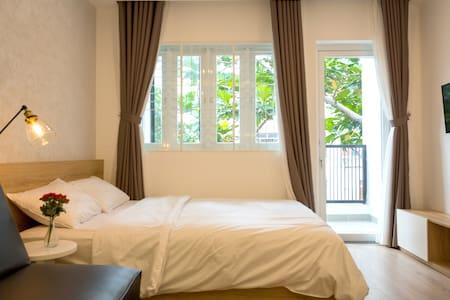 #08 Studio with balcony near city center & airport - Ho Chi Minh City - Apartment