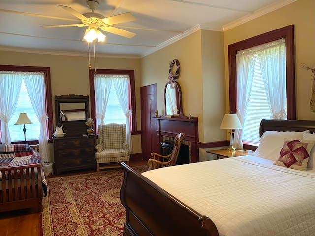 Bedroom 1 - Wayne Room