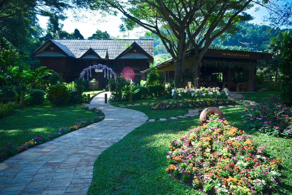 传统泰式精美木屋,美国标准全新木质家具。