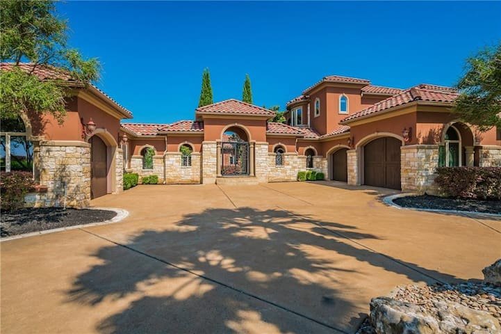 The Villa Medici Mansion - A Stunning Central Texas Estate w/ Heated Pool