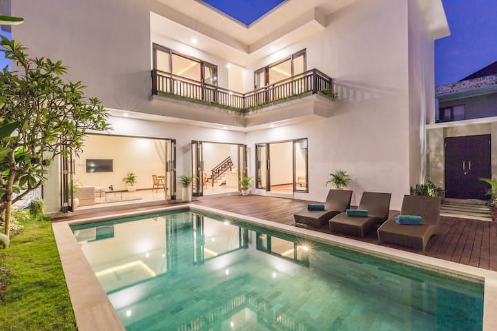 BRAND NEW luxury villa Sereine in Oberoi/Seminyak