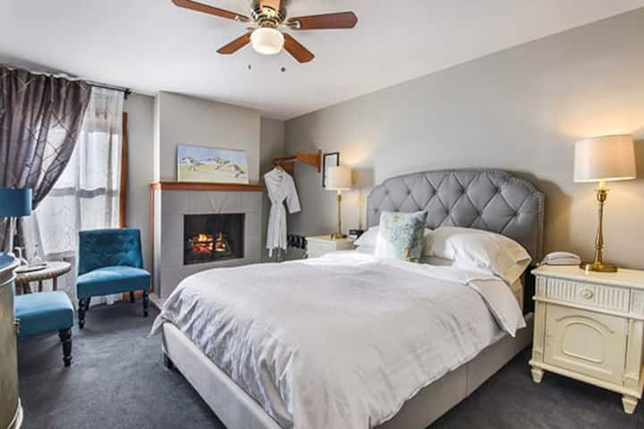 Wild Iris Boutique Inn,  Queen with fireplace