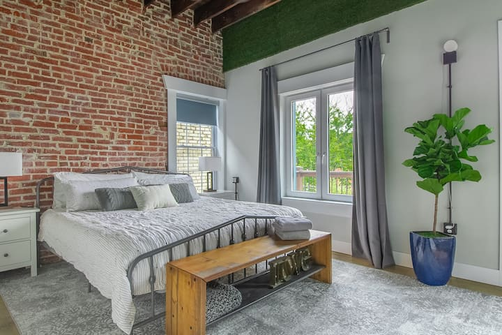 Master bedroom with awesome nature light in the afternoons & super tall ceilings