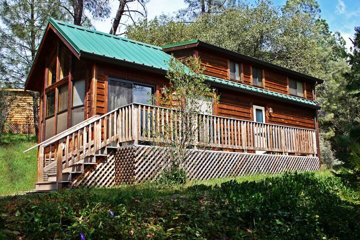 Yosemite Pines Resort Luxury Cabin