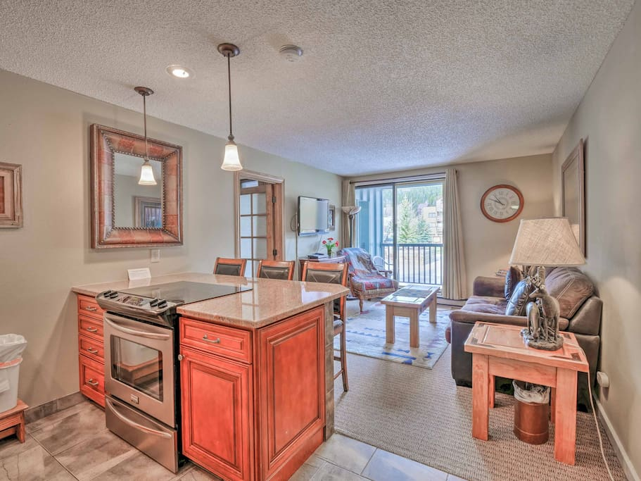 This spacious condo offers comfortable arrangements for up to 6 guests.
