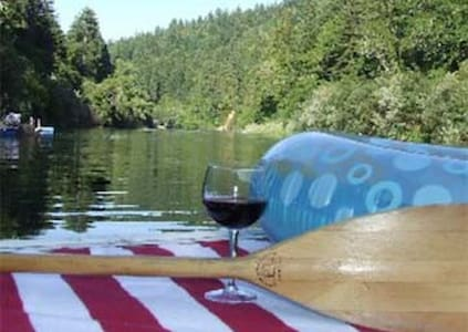 Amazing River Front House with Huge Deck and Dock - Guerneville - Ház