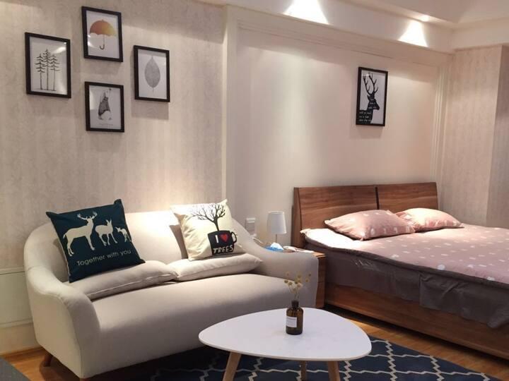 万达广场单身公寓一期临高铁简约舒适北欧风情房