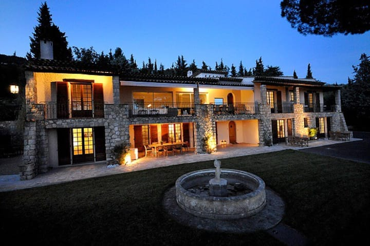 A charming spacious Provencal estate.
