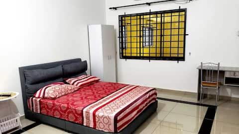 1B HENGLONG GUEST HOUSE(ROOM 2)@ SIMPANG RENGGAM